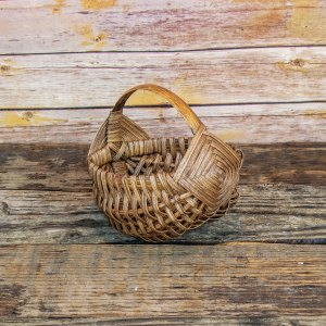 6 inch Melon Egg Basket Brown