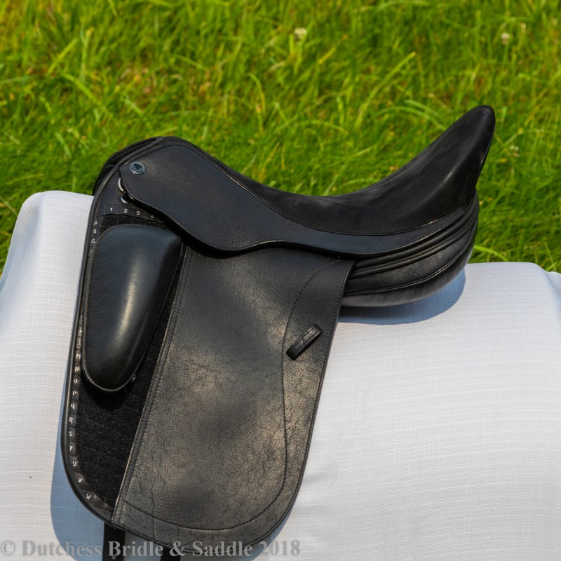 Veritas Libero dressage saddle demo profile