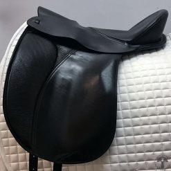 Ansur treeless dressage saddle profile