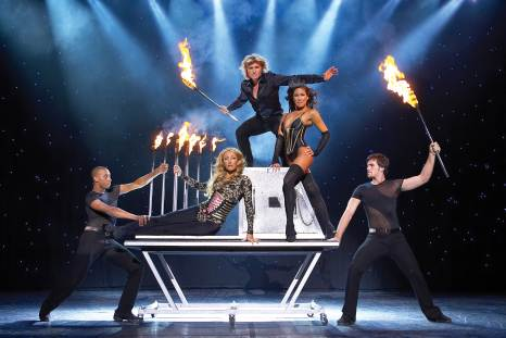 Illusionist Hans Klok en Diva's of Magic