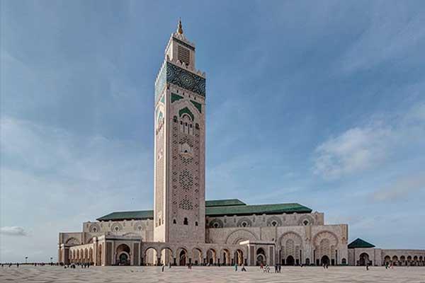 Hoogste religieuze gebouw is de Hassan II moskee in Casablanca