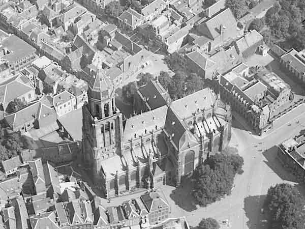Sint-Eusibiuskerk op luchtfoto van de Luchtvaartafdeeling, 1920-1940.