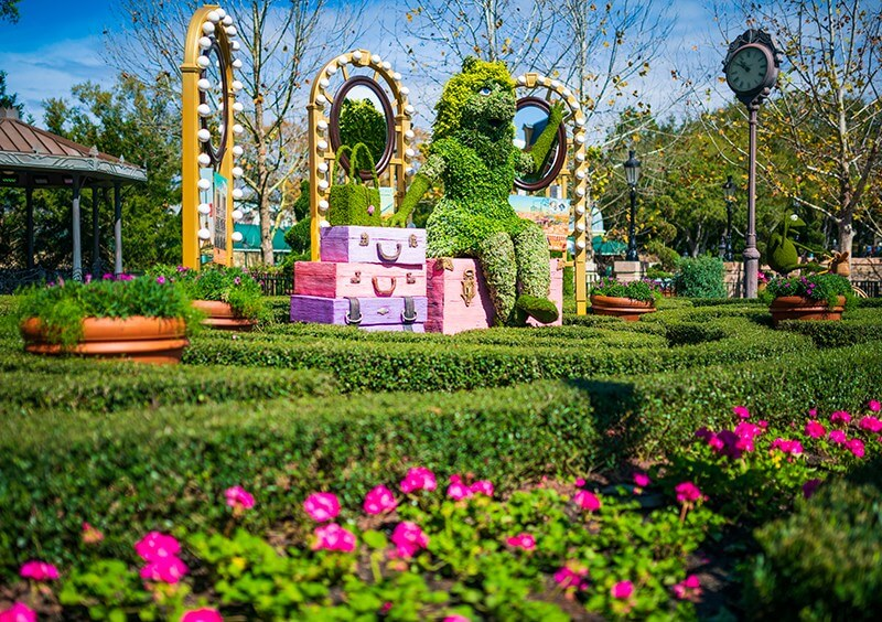 Miss Piggy Topiary at EPCOT in Disney World