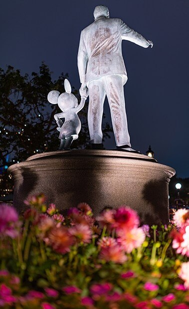 Statue of Walt Disney and Mickey
