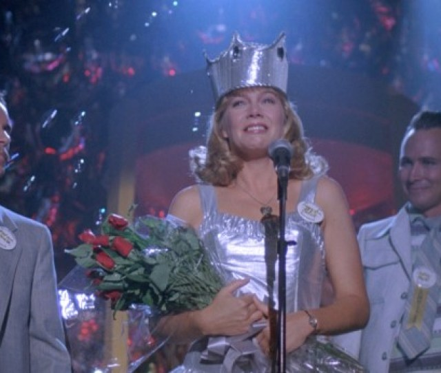 Peggy Sue Bodell Kathleen Turner Is Named Queen At Her 25 Year High