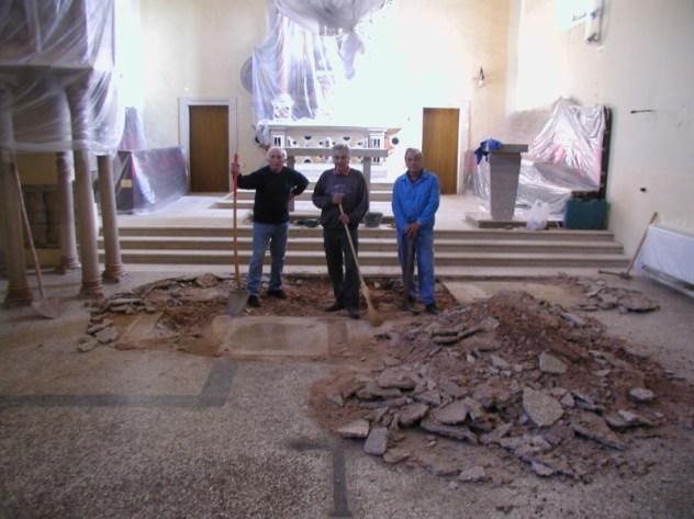 Novootkrivene grobnice uklapaju se u novi kameni pod