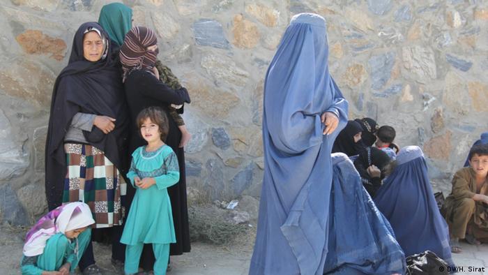 Afghanische Binnenflüchtlinge, die nach der Einnahme von Kundus nach Kabul geflohen sind (Foto: Hussain Sirat / DW)