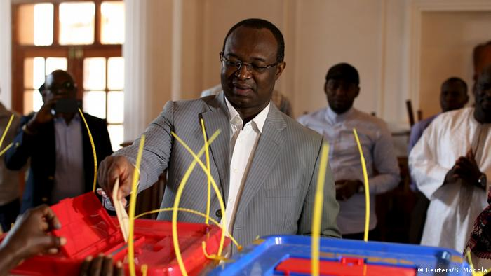 Anicet-Georges Dologuele casts his ballot in presidential run-off in Central African Republic