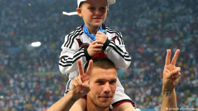 Fußball WM 2014 Fußballspieler Feier Lukas Podolski