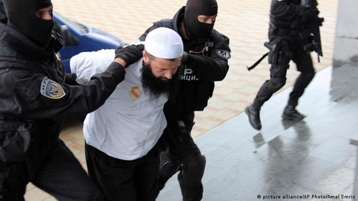 Bosnien Razzia Polizeiaktion gegen Islamisten 03.09.2014 (picture alliance/AP Photo/Amel Emric)