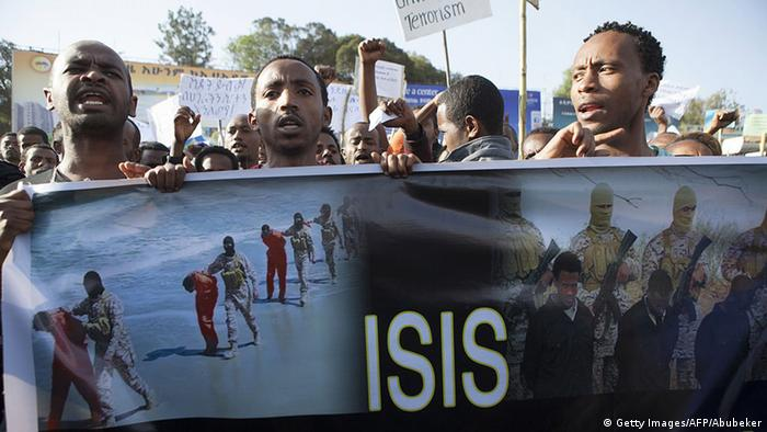 Young Ethiopians hold up a banner at an anti-IS protest in Addis Ababa (Getty Images/AFP/Abubeker)