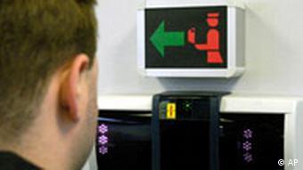 Biometrie Grenzkontrolle in Frankfurt (AP)