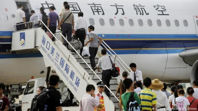 Chinesische Fluggesellschaft Southern Airlines Passagiere (picture-alliance / dpa / X. Qintao)