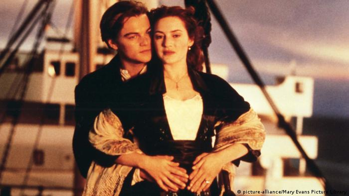 Jack and Rose on the bow of the Titanic (Copyright: dpa)