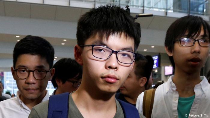 Hongkong Joshua Wong Ankunft nach Ausweisung aus Thailand (Reuters/B. Yip)