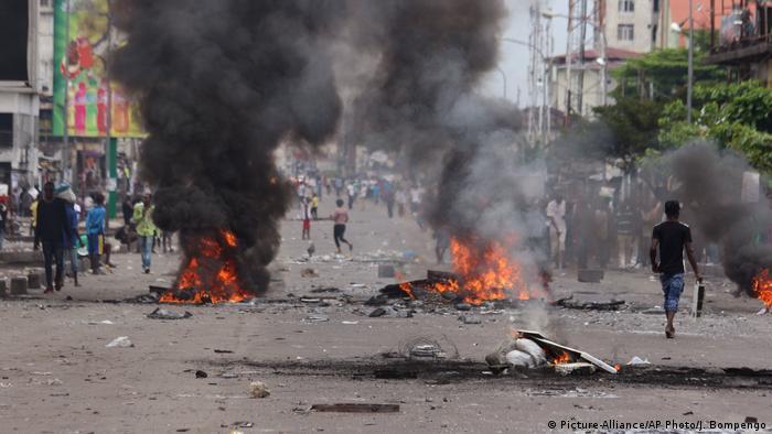 Demokratische Republik Kongo Unruhen (Picture-Alliance/AP Photo/J. Bompengo)