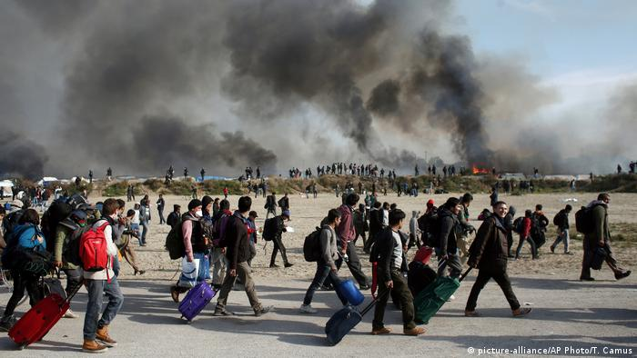 Calais Räumung (picture-alliance/AP Photo/T. Camus)