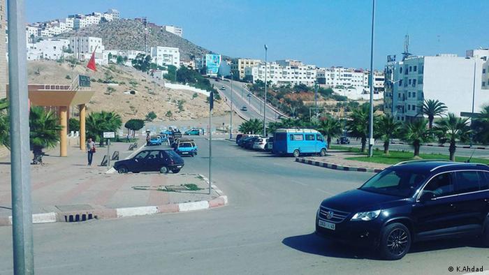 Straßekreuzung und Bushaltestelle in Al Hoceima Marokko arokko (K.Ahdad)