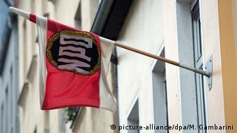 Deutschland Karlsruhe Entscheidung des Bundesverfassungsgerichts zu NPD-Verbot (picture-alliance/dpa/M. Gambarini)