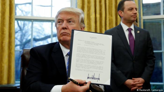 USA Donald Trump unterzeichnet das Mexico City Dekret (Reuters/K. Lamarque)