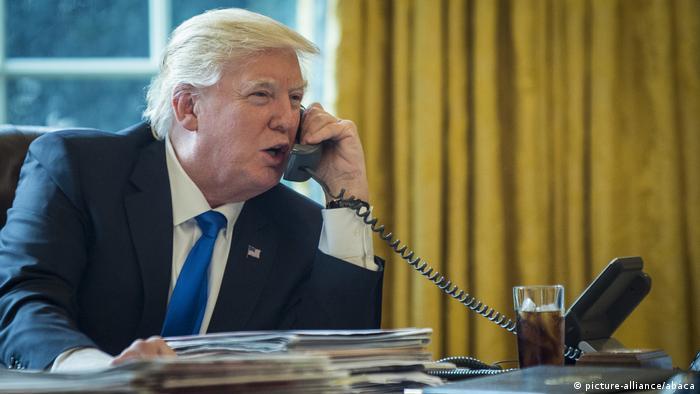 Donald Trump telefoniert (picture-alliance/abaca)