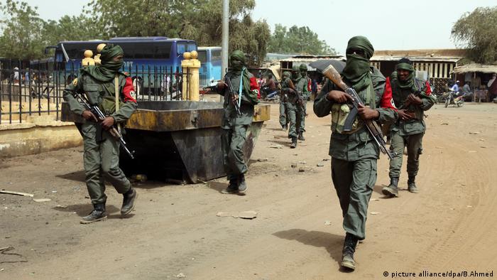 Foto (c) dpa/B.Ahmed: Seit Dienstag gehen Armee und Rebellen in Gao gemeinsam auf Streife