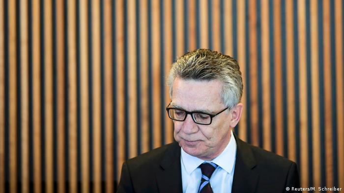 Deutschland GETEX Übung Gemeinsame Terrorabwehr von Polizei und Bundeswehr | Innenminister de Maizière (Reuters/M. Schreiber)