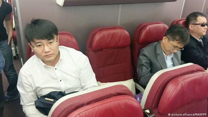 Malaysia Nordkoreaner im Flugzeug (picture-alliance/MAXPPP)