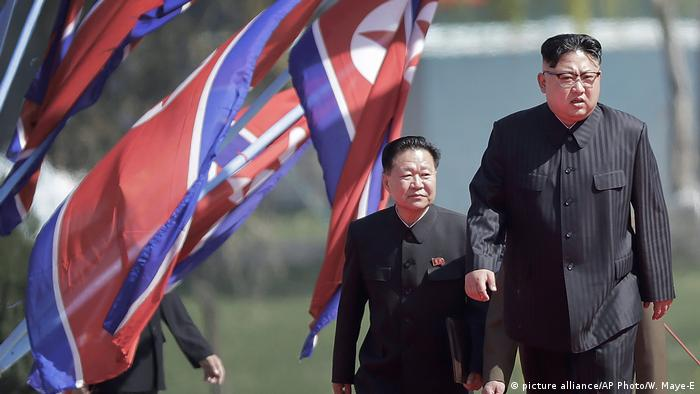 North Korean leader Kim Jong Un, right, and Choe Ryong Hae, vice-chairman of the central committee of the Workers' Party (picture alliance/AP Photo/W. Maye-E)