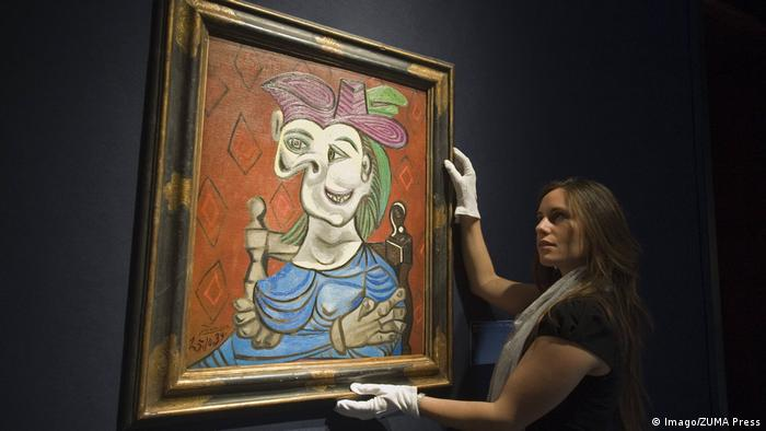 Christies Auktion Pablo Picasso Femme Assise Robe Bleue (Imago/ZUMA Press)