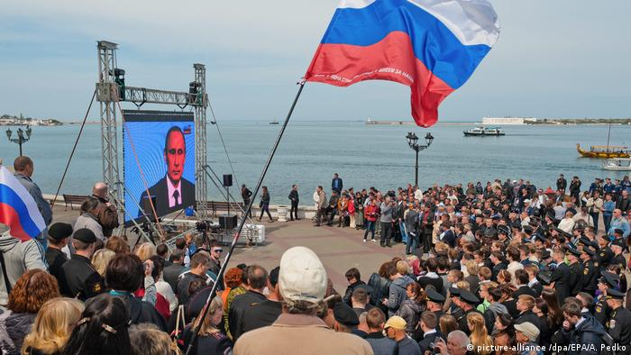 Televised Putin speech in Sevastopol (picture-alliance /dpa/EPA/A. Pedko)