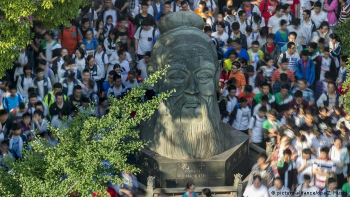 China Hochschulaufnahmeprüfung Gaokao (picture-alliance/dpa/Z. Muzhi)