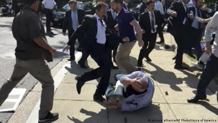 Members of Turkish President Recep Tayyip Erdogan's security detail are shown violently reacting to peaceful protesters during Erdogan's trip last month to Washington (picture alliance/AP Photo/Voice of America)