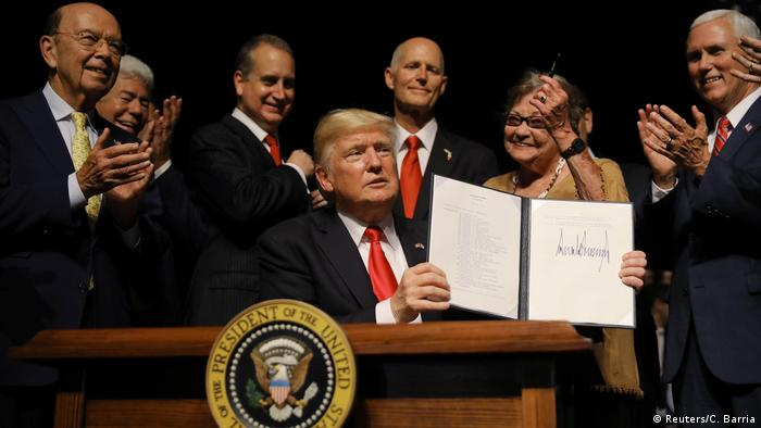 US President Trump holding the executive order on US-Cuba policy (Reuters/C. Barria)