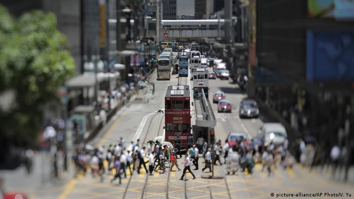China Straße in Hongkong (picture-alliance/AP Photo/V. Yu)