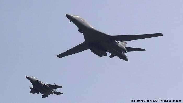 Südkorea US-Bomber B-1B (picture-alliance/AP Photo/Lee Jin-man)
