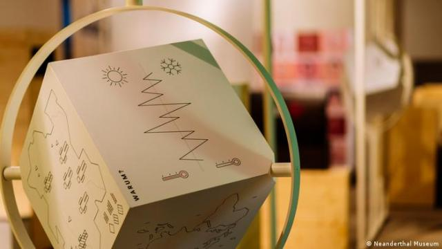 Information cubes inform visitors about the reasons for migration. (Neanderthal Museum)