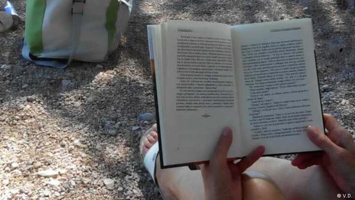 Kroatien Bibliothek am Strand auf der Insel Krk (V.D.)