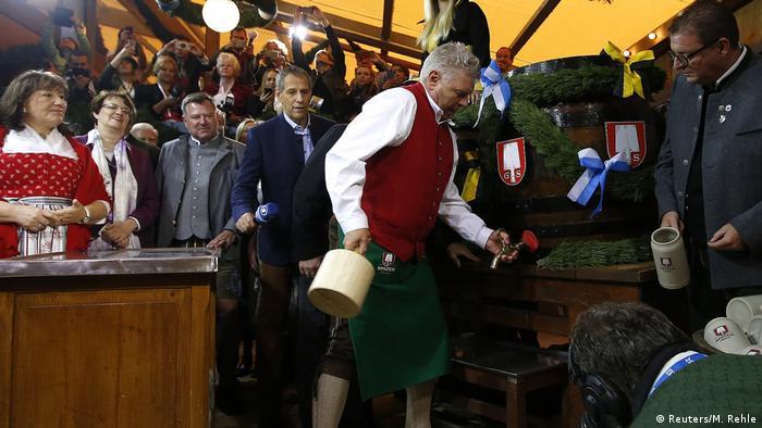 O prefeito de Munique abre o primeiro barril