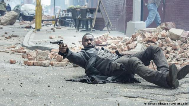 Idris Elba in a still of The Dark Tower (picture alliance / Everett Colle)