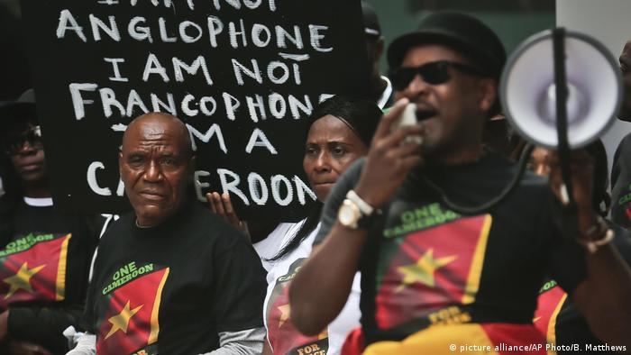 Cameroonians in New York call for national unity during the Anglophone crisis (picture alliance/AP Photo/B. Matthews)