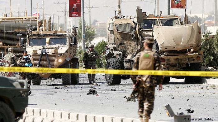 Afghanistan Kabul attentat mit Autobombe auf NATO Konvoi (Reuters/O. Sobhani)