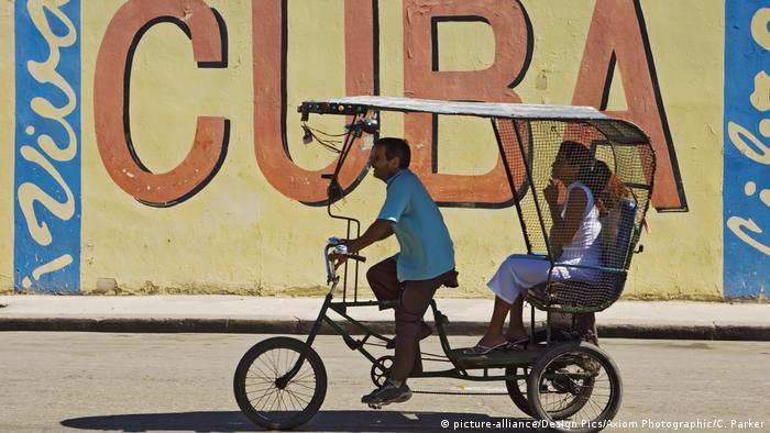 Kuba fährt Rad (picture-alliance/Design Pics/Axiom Photographic/C. Parker)
