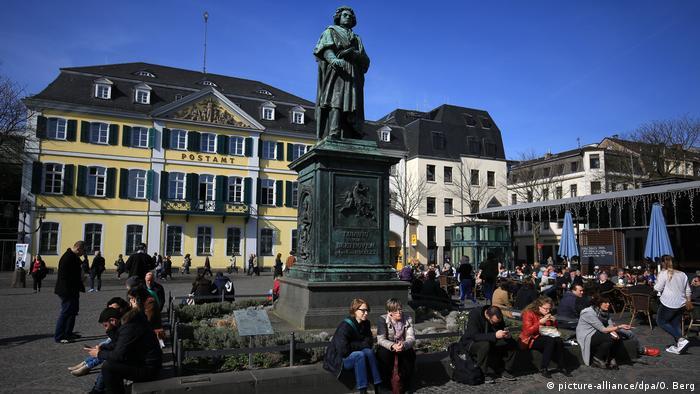 Bonn Beethoven-Statue auf dem Münsterplatz (picture-alliance/dpa/O. Berg)