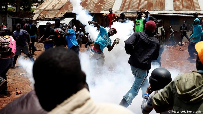Police face off against protesters in Kenya