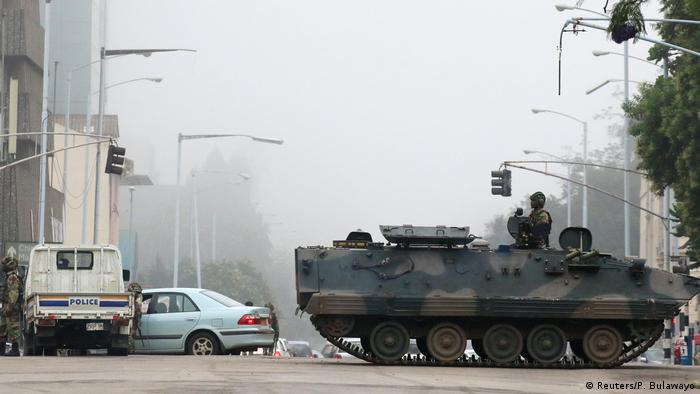 Tanks on the road of Harare (Reuters/P. Bulawayo)