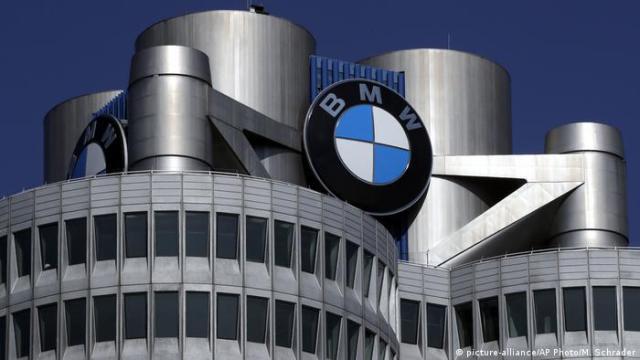 Deutschland BMW Hauptquartier in München (picture-alliance / AP Photo / M. Schrader)