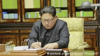 Nordkorea Kim Jong Un (picture alliance/dpa/AP Photo/KRT)