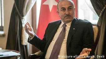 Türkei Außenminister Mevlut Cavusoglu (picture-alliance/dpa/A. Deeb)