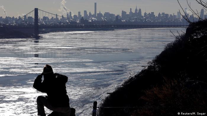 USA - Ice on the Hudson (Reuters/M. Segar)